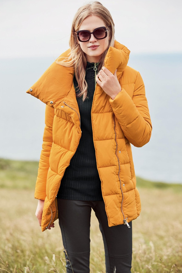 девушка в куртке